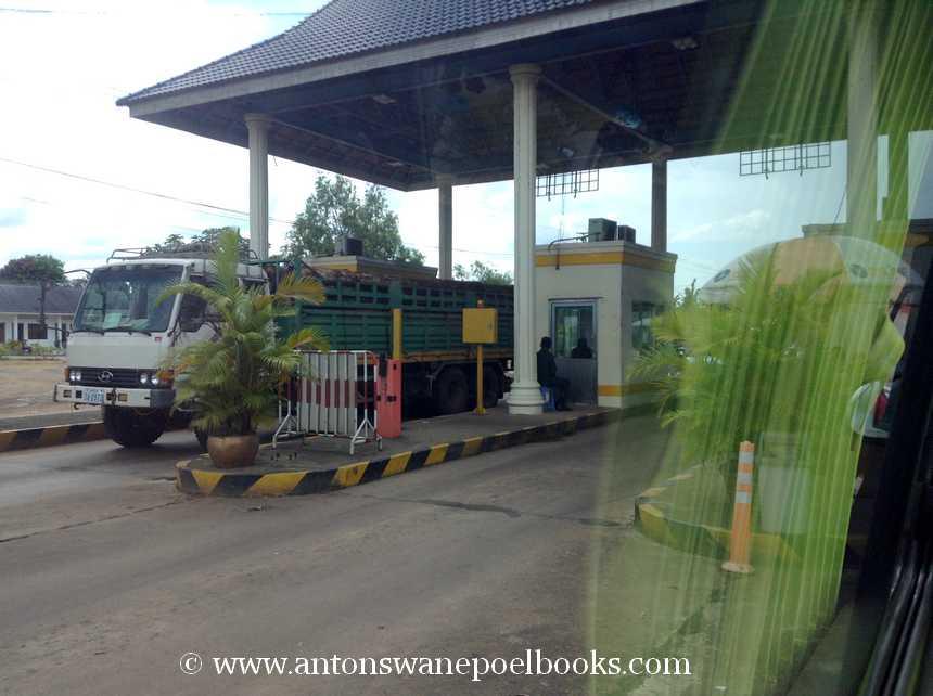 tollroad on way to sihanoukville